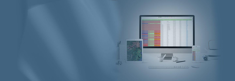 Image du haut de la page AIVIANet, celle si représente un bureau avec les éléments tels que un ordinateur un smartphone et une tablette, l'on peut voir dans les écrans des image du logiciel AIVIANet